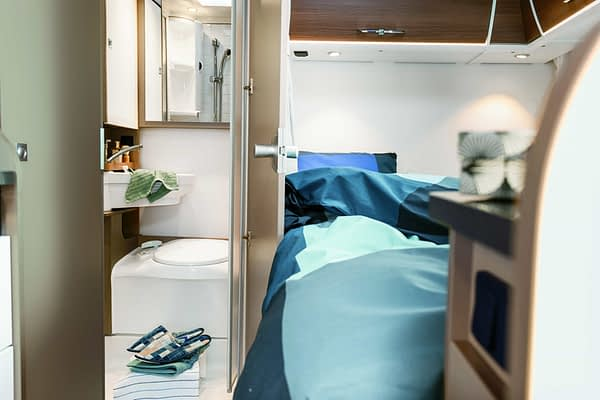 Etrusco T5900FB Interieur Bett und Bad