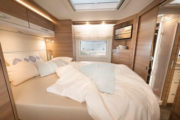 Dethleffs XXL A9050 Bett in Almeria Esche Gloss